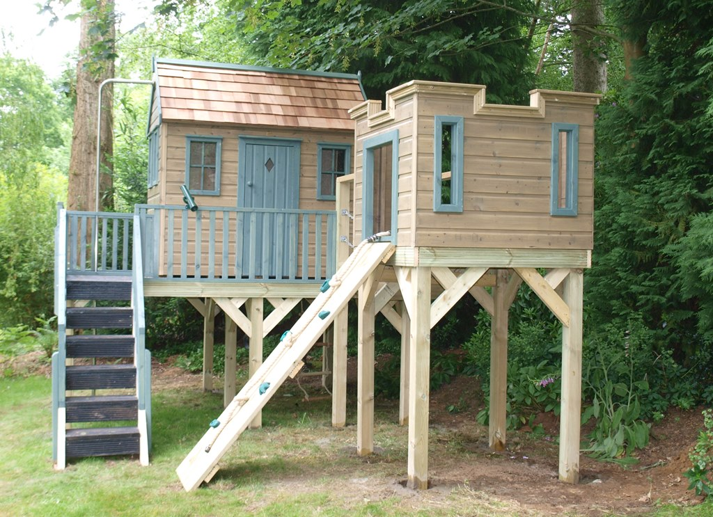 Childrens treehouse with lookout tower treehouses the for House pictures for kids