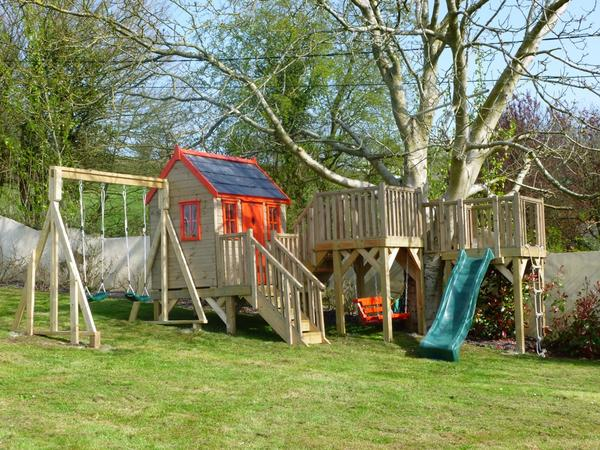 Tree house with slide and double swing gantry