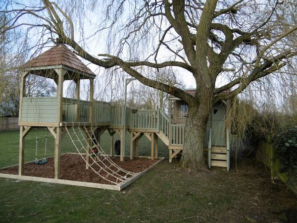Treehouse structure with shelter area