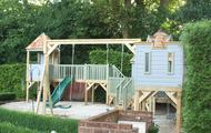 Play castle with double swing gantry