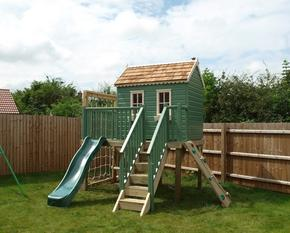 Treehouse with platform and activities