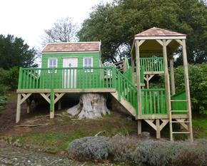 Treehouse with shelter